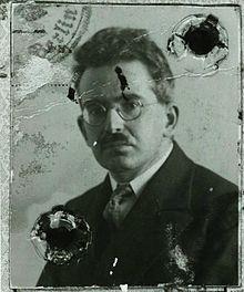 Dieses Bild hat ein leeres Alt-Attribut. Der Dateiname ist 220px-Walter_Benjamin_vers_1928.jpg